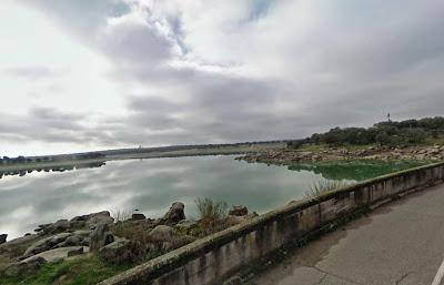 Entorno pedregoso de la presa de Navalcán