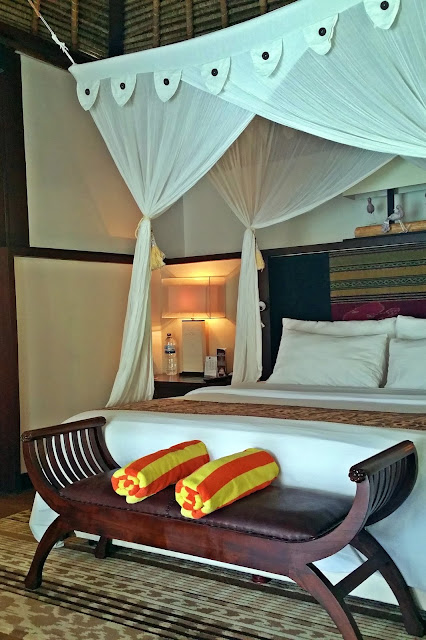 Novotel Lombok - king size bed with mosquito net | www.meheartseoul.blogspot.com