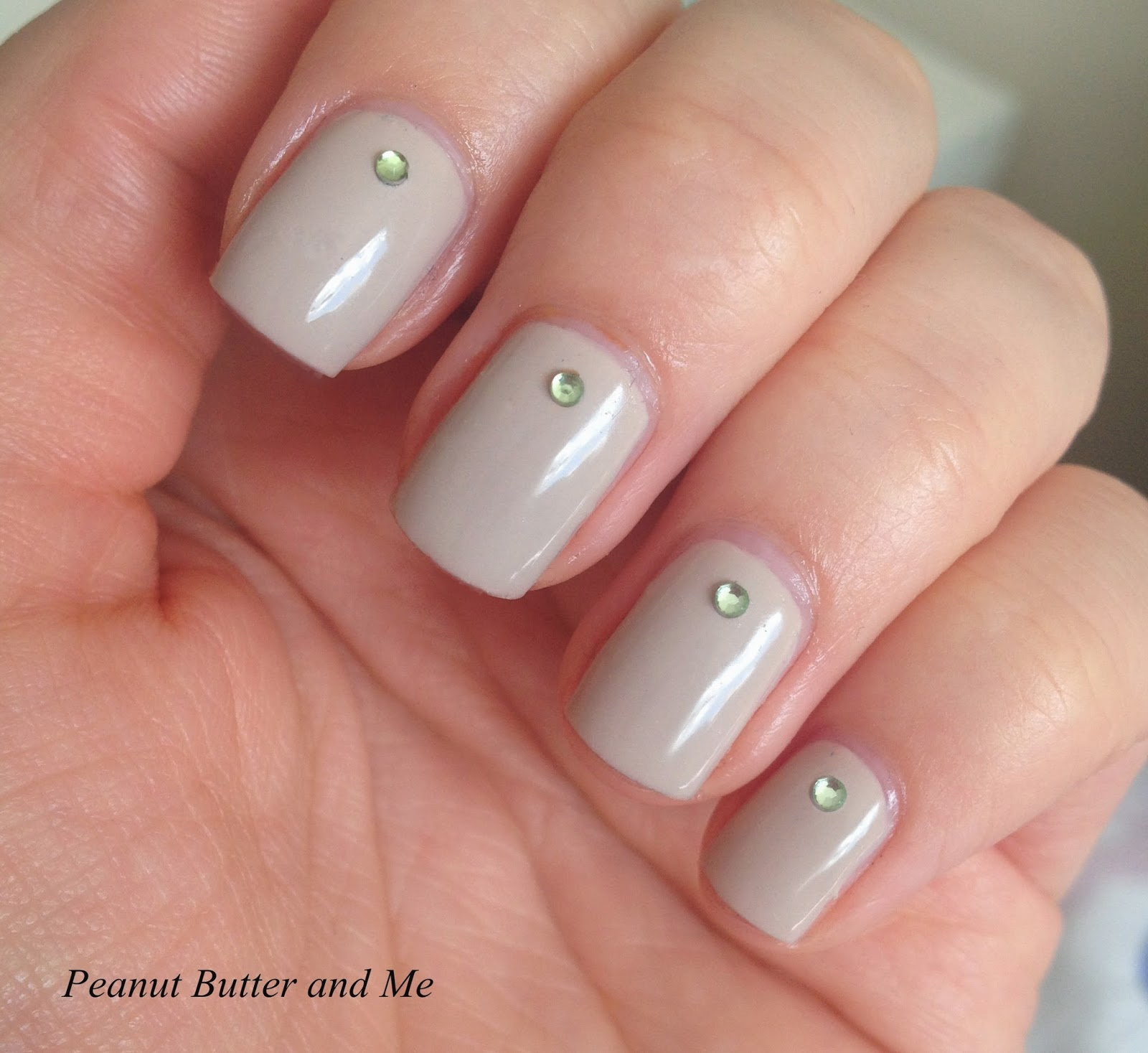 Essie Sand Tropez lakier polish nails natural look