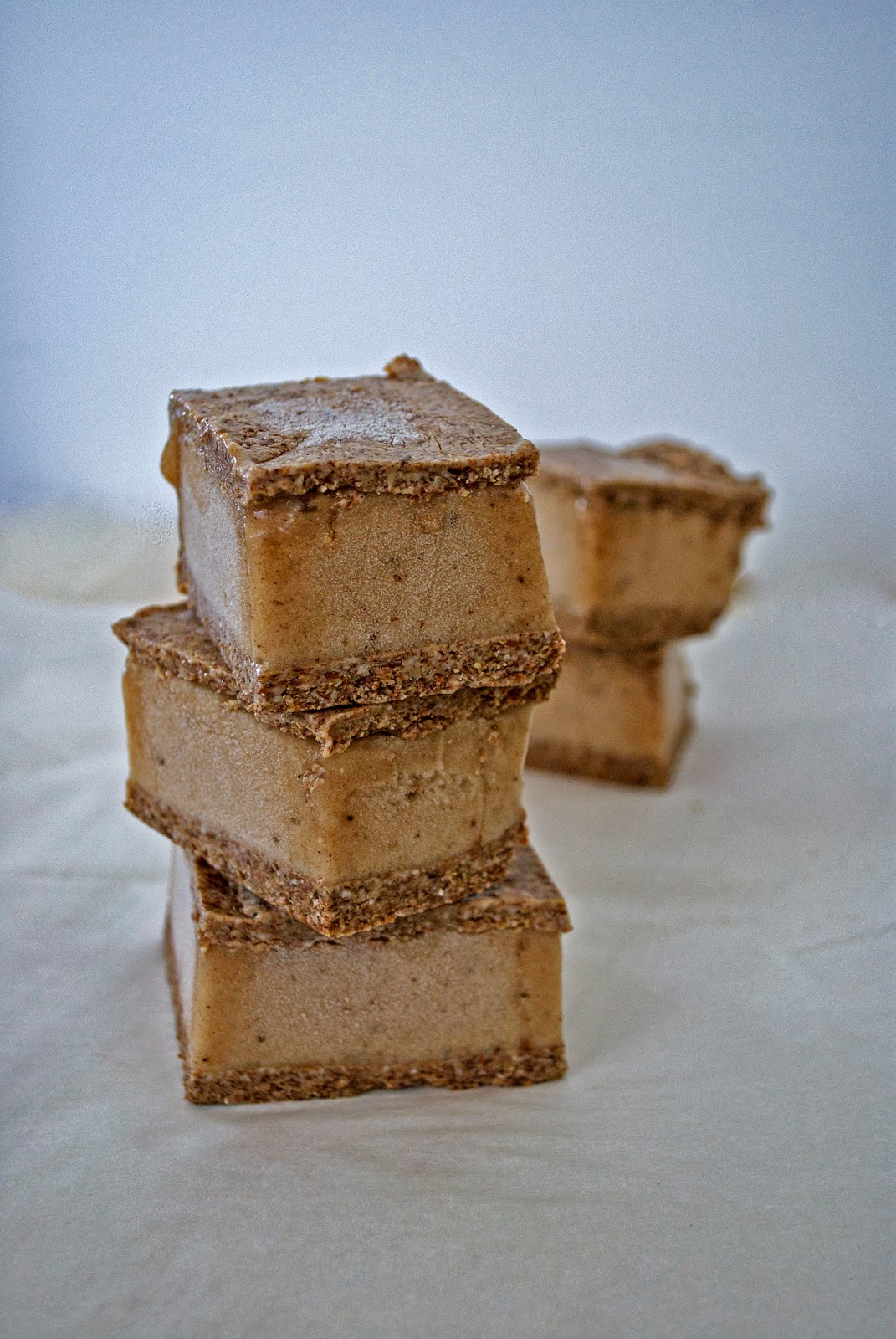 real raw kitchen: RECIPE: gingerbread ice cream sandwiches