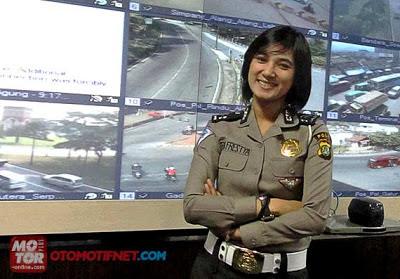 Polisi Cantik Briptu Eka Frestya Suka Pacu Adrenalin