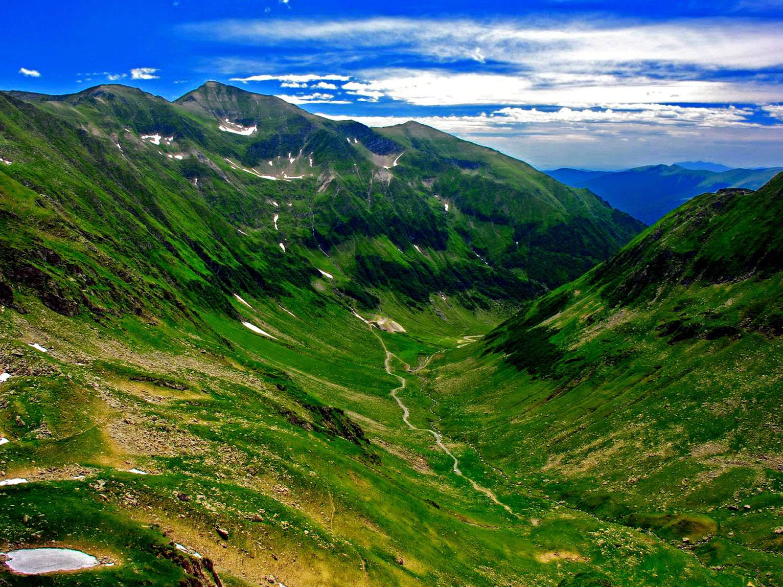 amazing romania carpathian mountains