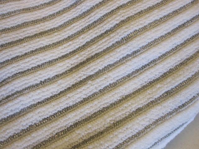 """Association , cadeaux """"apéro"""" et  brocante à deux pas de la maison - charity shop and yard sale - 13 octobre 2013 un bureaux 60's - vintage 60s desk   20€  viré le formica sur tréteaux !un sac 70's de tricoteuse , en vinyl  jaune  -  une malette des années 70 à  motifs géométriques bleu , blanc et rouge-  du tissus vintage rayé blanc/ crochet argenté et une robe trapeze en lurex faite maison , tous deux  venant  d'une vieille boutique vidée récemment  :   il y avait aussi de jolies robes en laine  des années 60 et 70 , aussi faites maison mais aussi ... mitées ,  et plein de morceaux de tissus mais les coupons étaient trop petits pour des robes .  ... et des vikings en veux-tu en voilà !!!! merci les copains !         vintage white and silver striped fabric and glitter a-line handmade dress , came from the same stall (shut up shop) , there were a lot of piece of old fabrics but too small for dress and beautiful handmade wool dress ... but moth eaten :(  70's yellow vinyl knitting bag , 70s red white and blue plastic case   wood teak teck and thanks to our friends for the gifts : wooden   vikings rule !!!!   with silver crochet vintage white and  hemstitched silver striped fabric"""