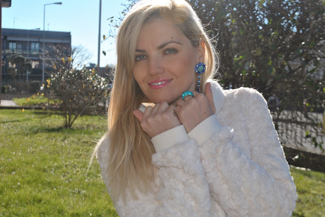 mariafelicia magno fashion blogger orecchini blu orecchini happiness boutique blue earrings happiness boutique earrings anello luca barra gioielli anello luca barra outfit casual invernali outfit da giorno invernale outfit gennaio 2016 january  outfit january 2016 outfits casual winter outfit mariafelicia magno fashion blogger colorblock by felym fashion blog italiani fashion blogger italiane blog di moda blogger italiane di moda fashion blogger bergamo fashion blogger milano fashion bloggers italy italian fashion bloggers influencer italiane italian influencer