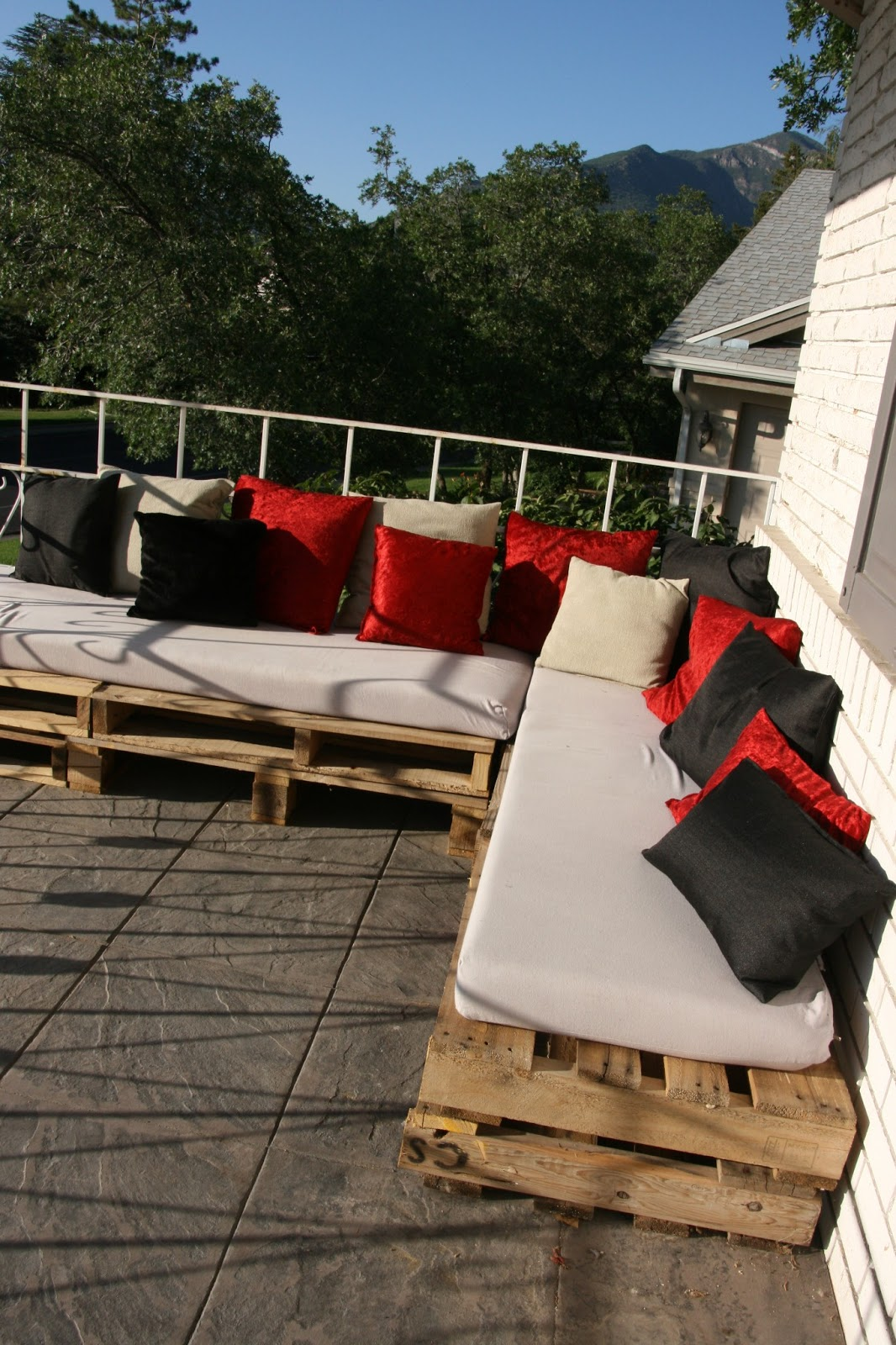 Displaying 17> Images For - Pallet Patio Sectional...