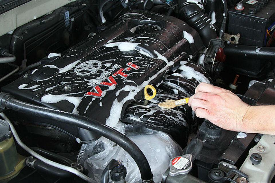 mec nica virtual trucos para limpiar el motor del auto en casa. Black Bedroom Furniture Sets. Home Design Ideas