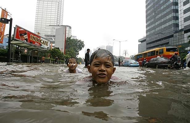 http://3.bp.blogspot.com/-tIyjd63wA6k/TbiBcZ_VezI/AAAAAAAAAzU/0-rx_-rkzFo/s1600/desastres+naturales.jpg