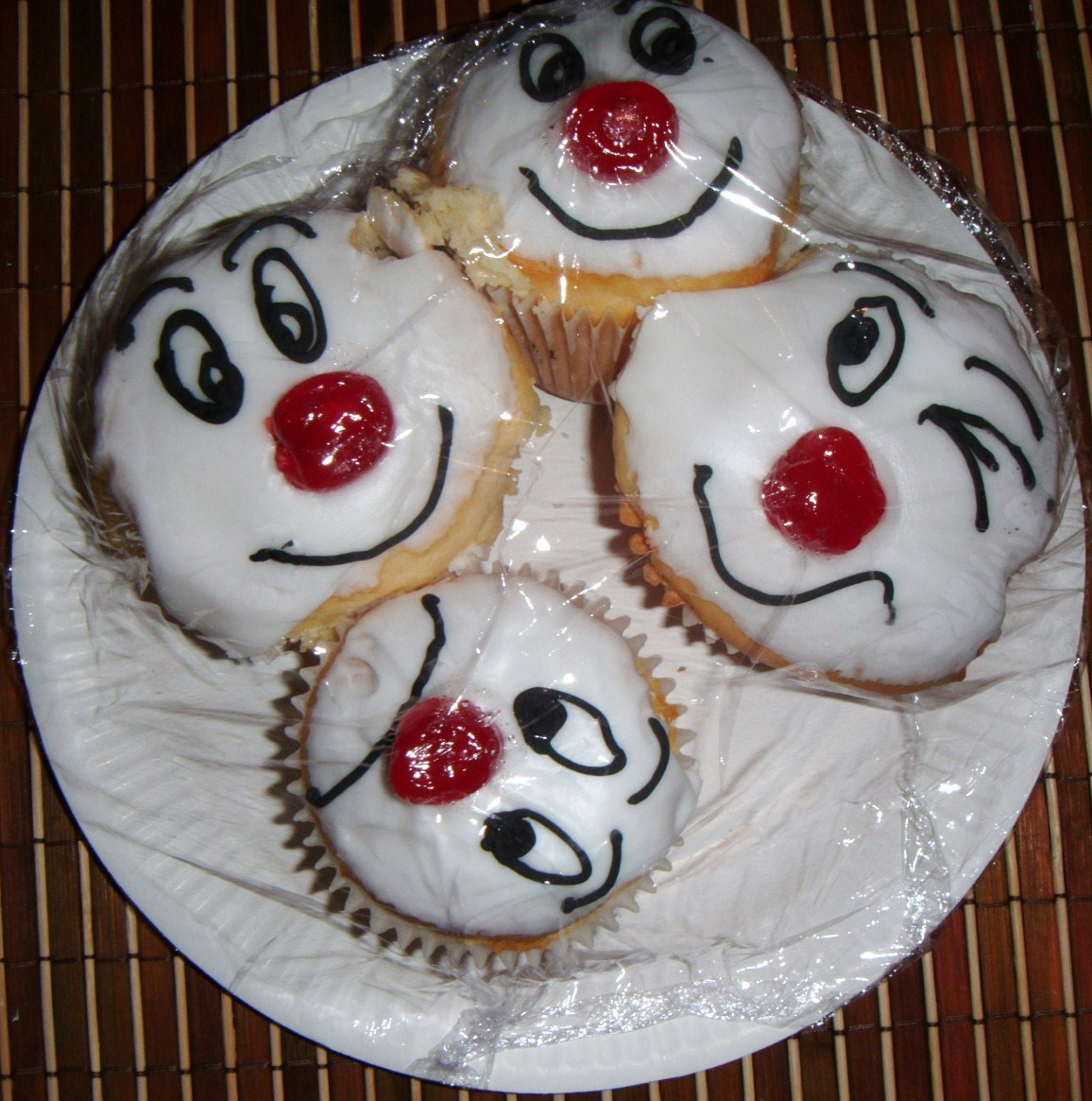 Red Nose Cake Images : FOODSTUFF FINDS: Red Nose Day Cakes