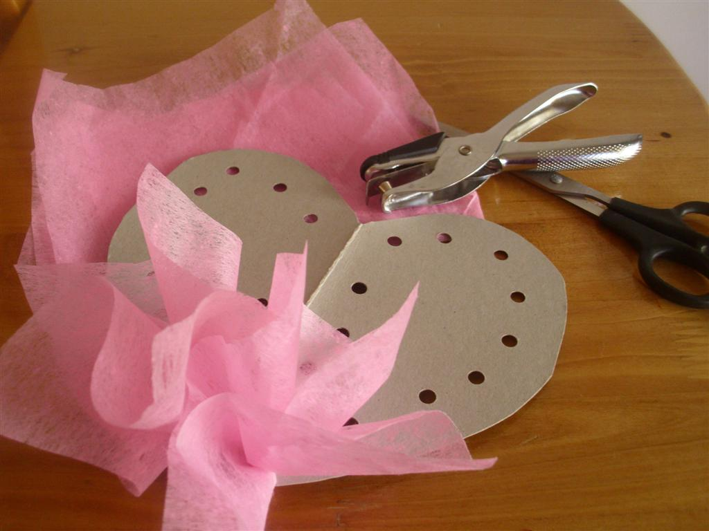 The Do-It-Yourself Mom: Easy Heart Wreath (No Hot Glue