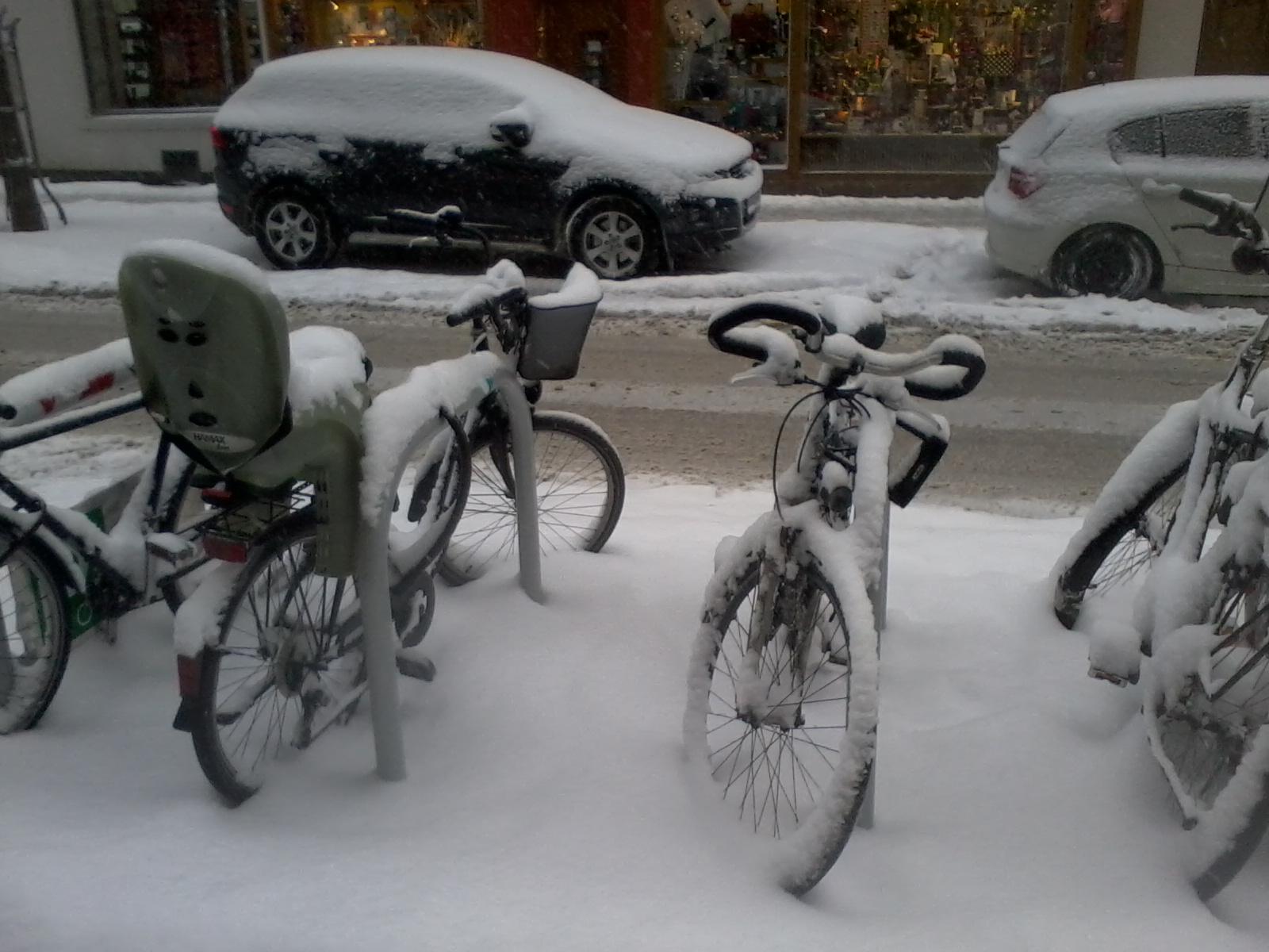 Wien+1070+Schnee+Fahrr%25C3%25A4der Faszinierend 40 Watt Glühbirne Entspricht Energiesparlampe Dekorationen