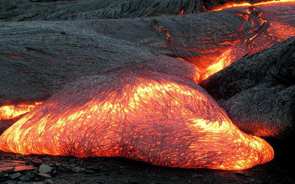 Volume Magma, Magma keluar kerak bumi