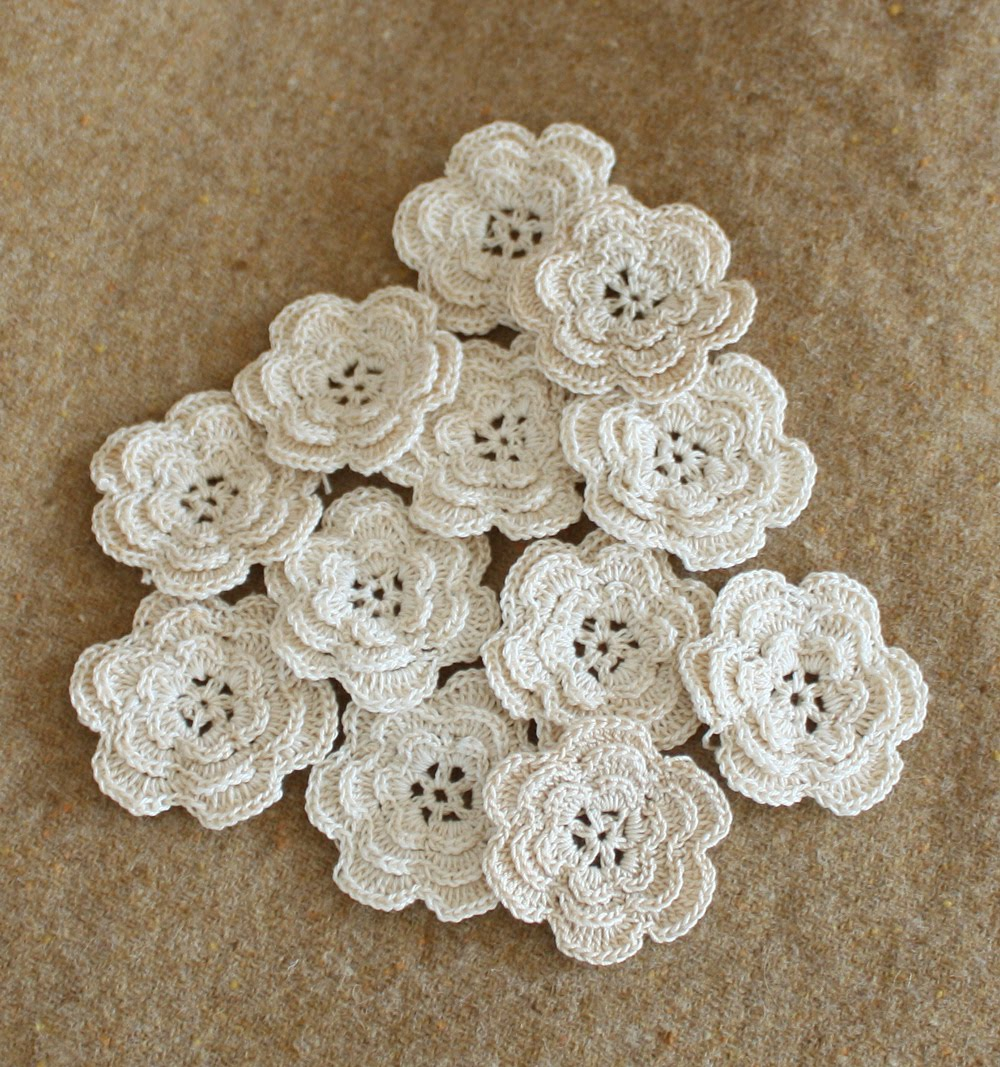 Crochet Thread Rose Pattern Free : Wild Rose Vintage: Crochet Flowers and Rick Rack Roses
