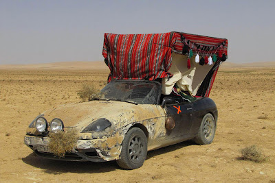 Voiture tuning du désert avec capote ethnique, la bagnole de Kevin Kadhafi!