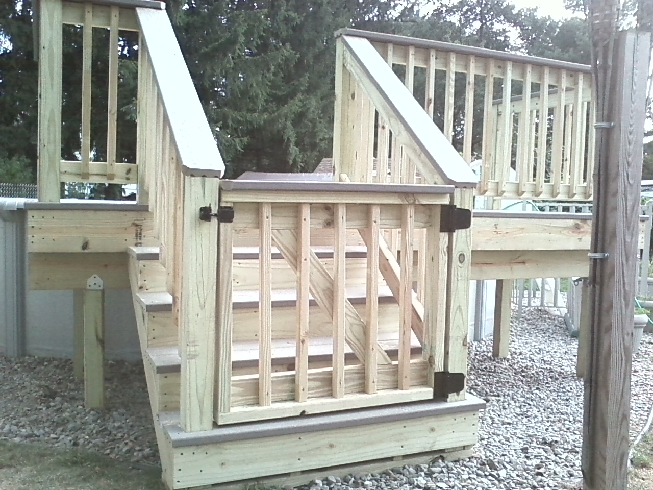 Home remodeling and improvements tips and how to 39 s for Cost of composite decking vs pressure treated
