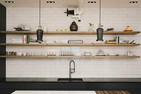 Una cocina industrial suavizada con madera oasisingular - Baldas para cocina ...