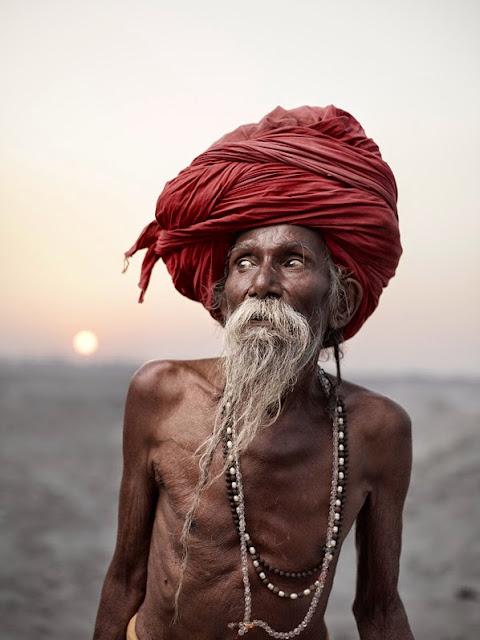 joey L photographe canadien série de photo sur les sadhu agori de l'inde près du gande varanasi