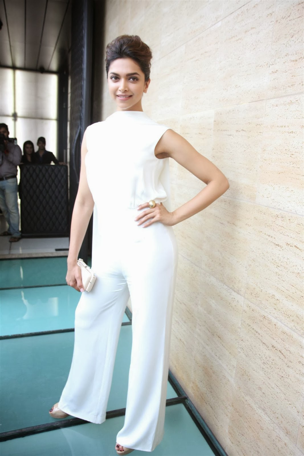 Deepika Padukone hot in white | HIGH RESOLUTION PICTURES