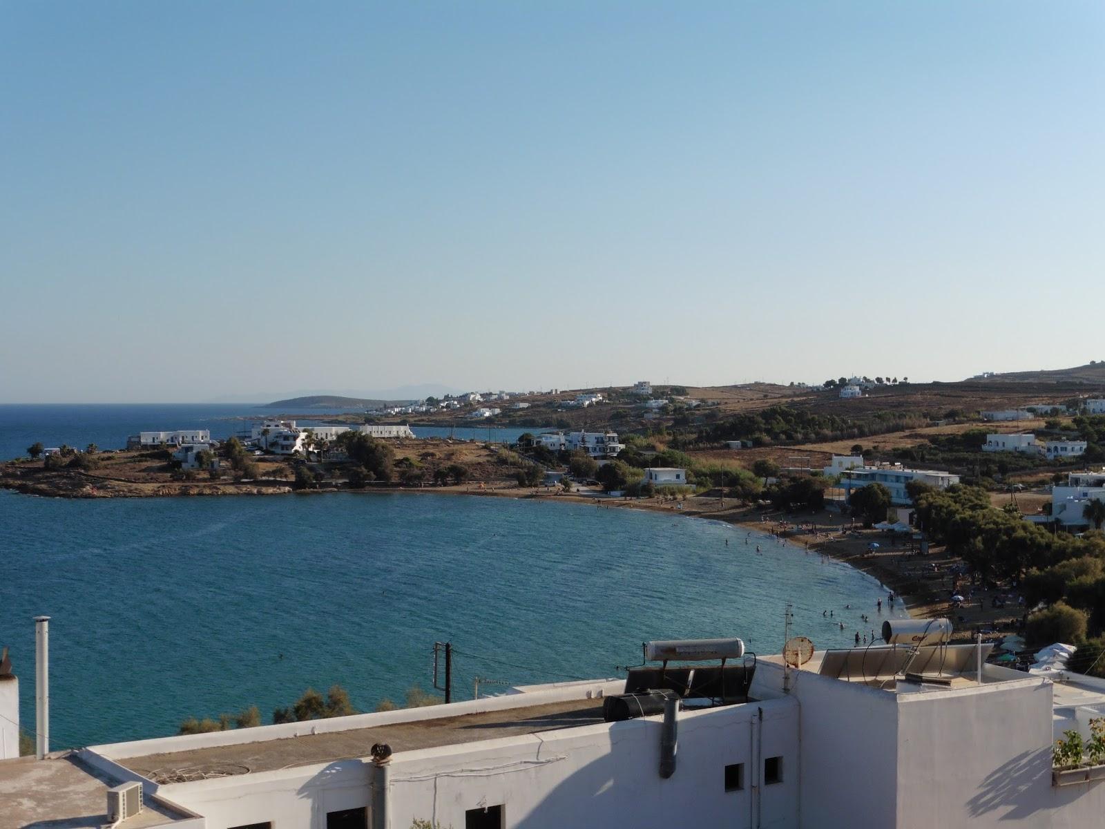 Especial islas griegas paros y sus playas for Piscina un molino de viento y una sombrilla