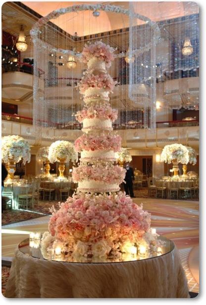 bröllopstårta med blommor, stor bröllopstårta