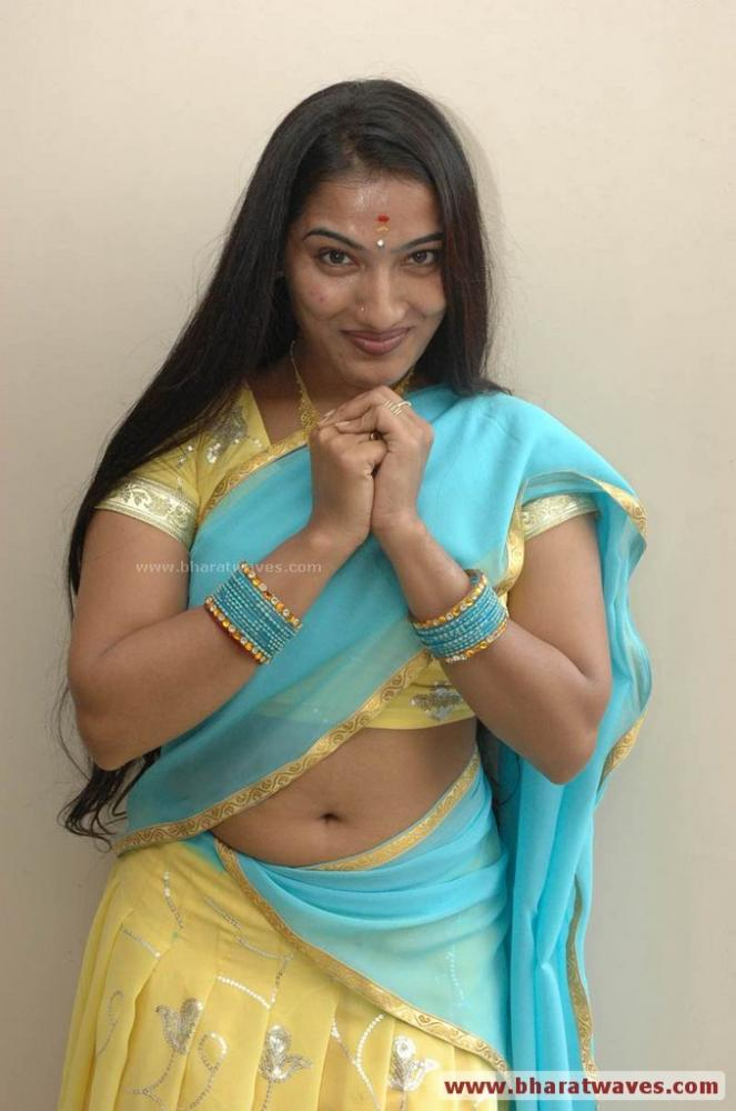 Prabhavallika South Indian Aunty Item Girl Actress Hot Navel Show At
