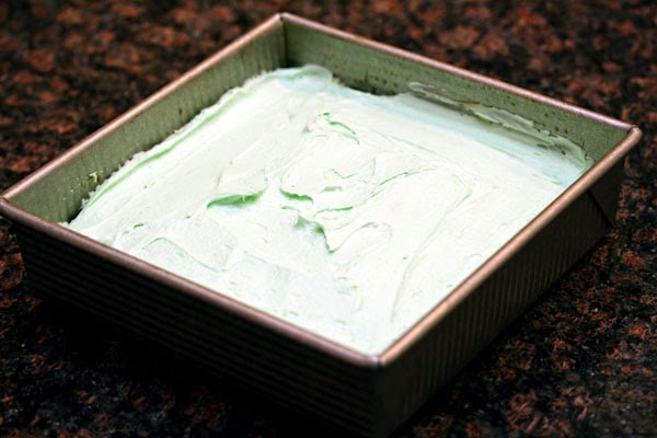 mint-filling-on-brownies