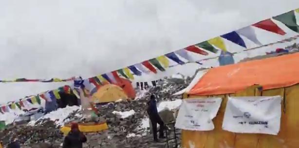 Video Rakaman Detik Cemas Gempa Bumi Serang Gurung Everest