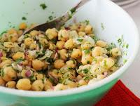 Salada de Grão-de-Bico e Cebola Roxa (vegana)