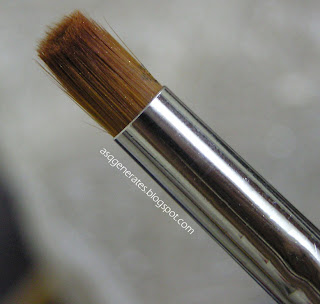 Round pointed tip brush