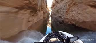 Jet Skiing μέσα σε φαράγγι