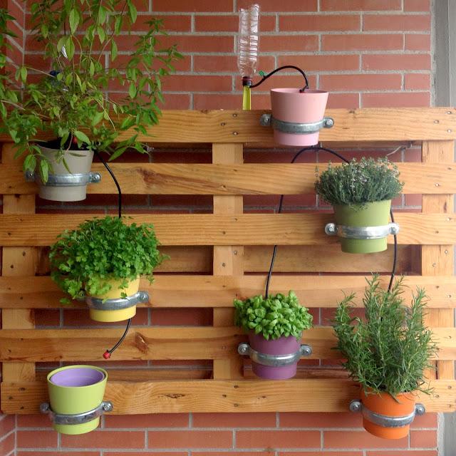 C mo hacer un sistema de micro riego para macetas la for Riego jardin vertical