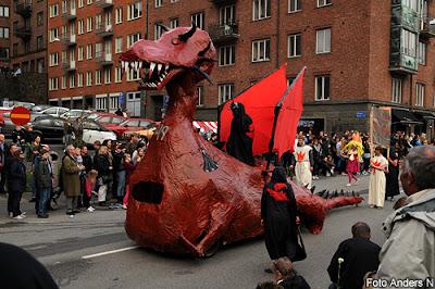 draken, göteborg, göteborgs gator, the dragon with the girl tattoo, chalmers, cortegen, kortegen, chalmerskortegen, chalmerskortegen, valborg, valborgsmässoafton, göteborg, foto anders n
