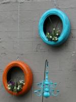 http://www.muyingenioso.com/jardineras-colgantes-con-neumaticos/