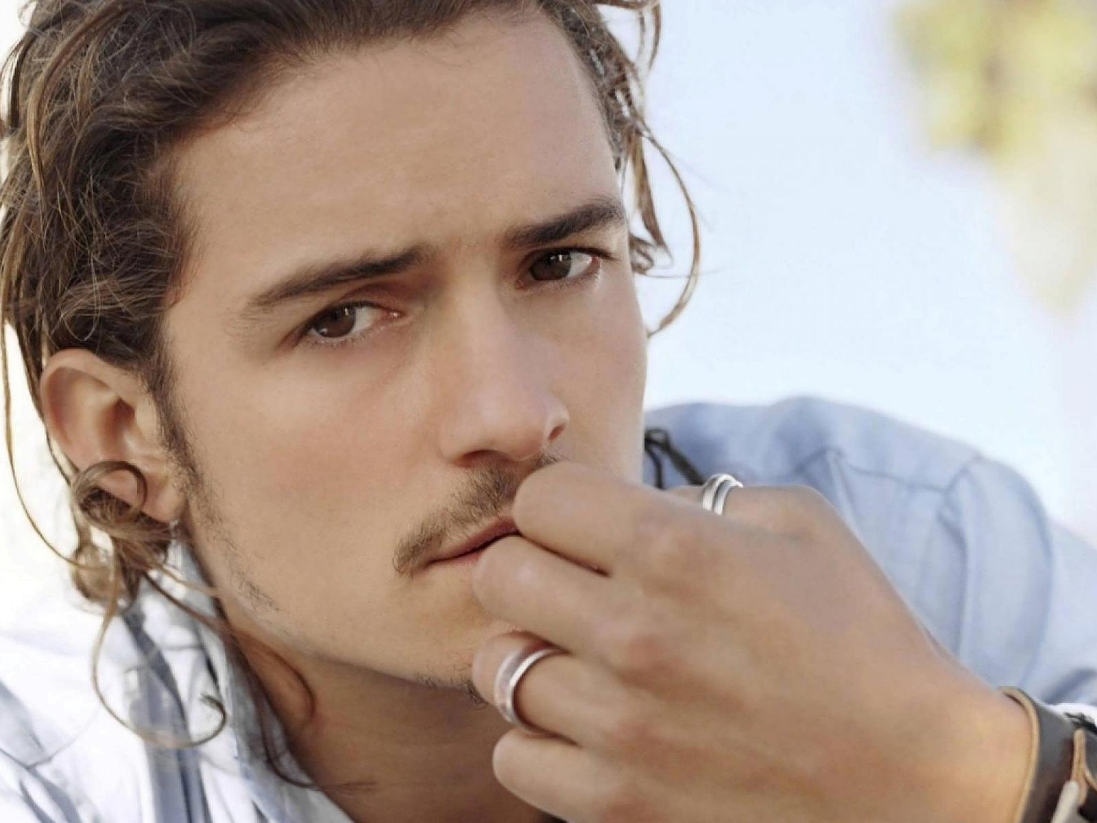http://3.bp.blogspot.com/-tMq1ou3ISc4/TuXR5yCpxdI/AAAAAAAAAsg/snB6Ld7GMlc/s1600/Orlando-Bloom-pictures-desktop-Wallpapers-HD-photo-images-12.jpg