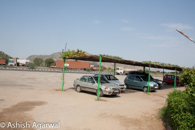 Cars parked near a restaurant on the highway, midway to Jaipur