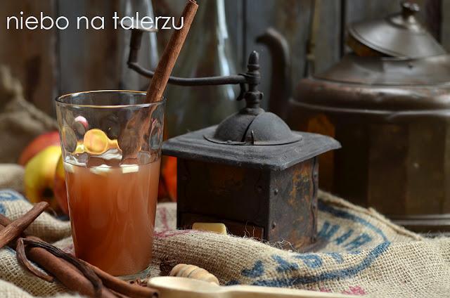 Najlepsze napoje na rozgrzanie. Grzańce z sokiem jabłkowym