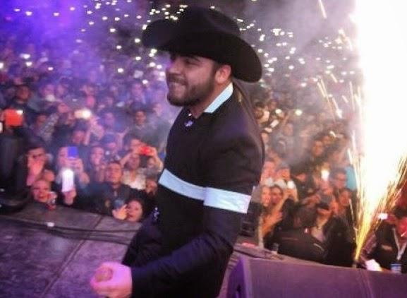 La presentación en el Rodeo Texcoco del cantante de corridos Gerardo ...