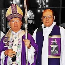 Dom Jaime e Pe. Adriano  em frente a Paróquia de Santo Antão Abade