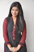 Yamini bhaskar glam pics-thumbnail-5