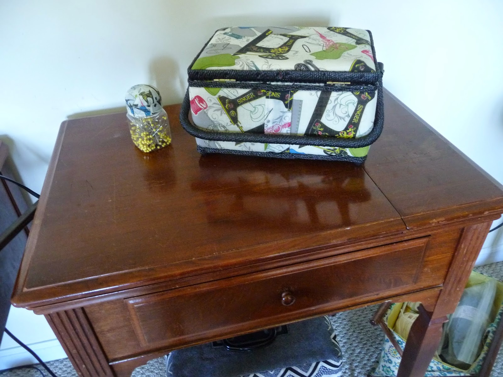Running Stitches: Singer Cabinet for 301 - I Found One!