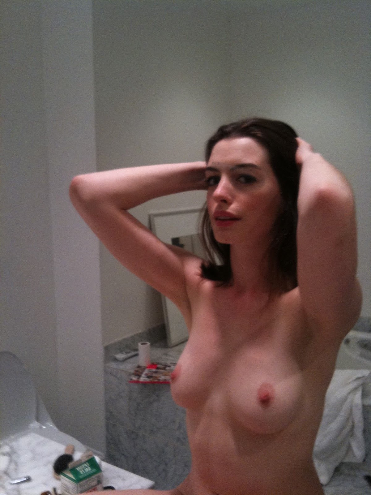 an hathway nude pics