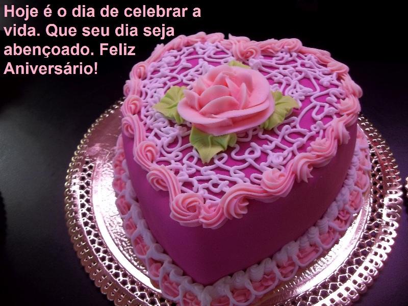 mensagem_de_aniversario_num_bolo_colorido.jpg