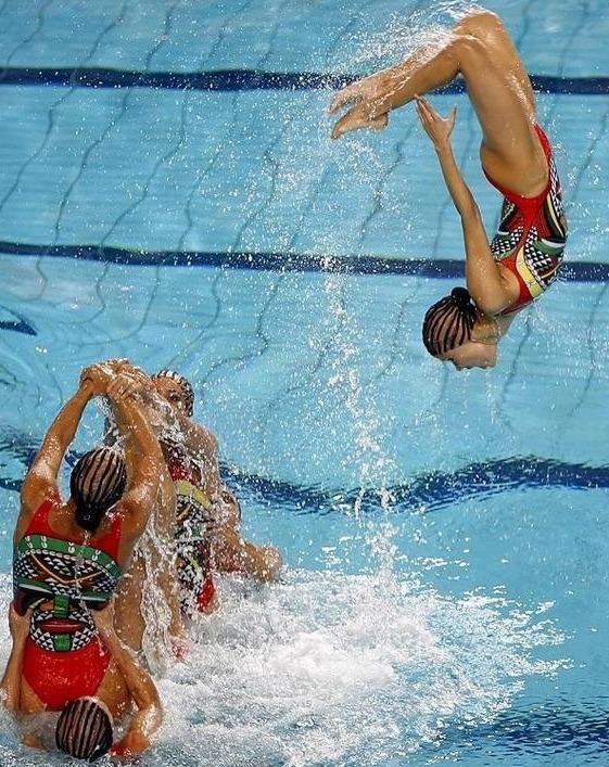 golie-sportsmenki-po-sinhronnomu-plavaniyu