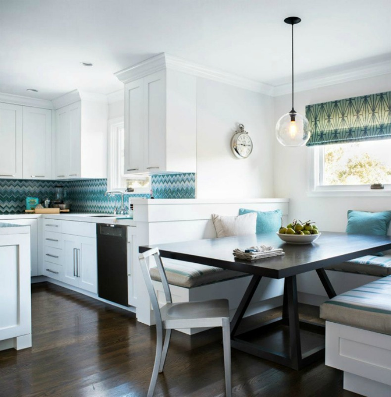 Coastal clean and modern kitchen with eat in breakfast spot