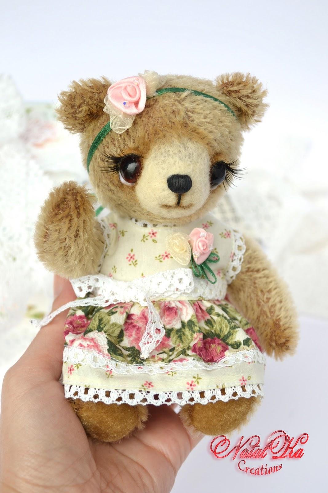 Künstlerbär aus Mohair handgemacht von NatalKa Creations. Artist teddy bear from mohair handmade by NatalKa Creations.