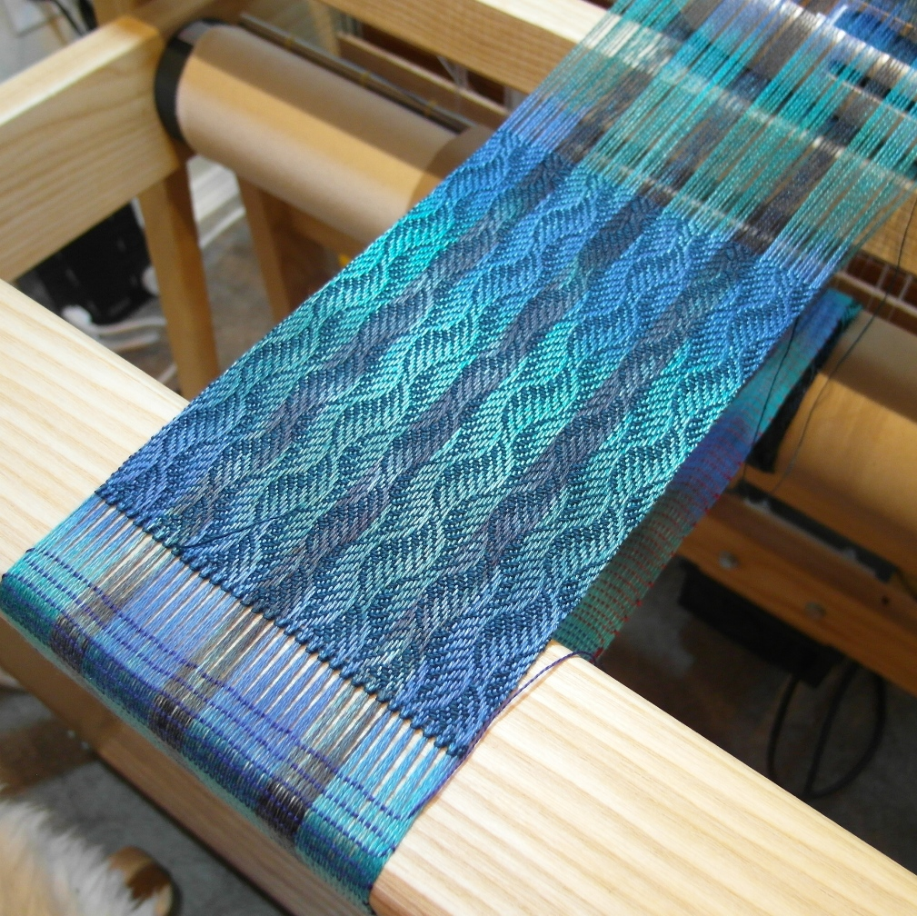 how to use yarn on a potholder loom