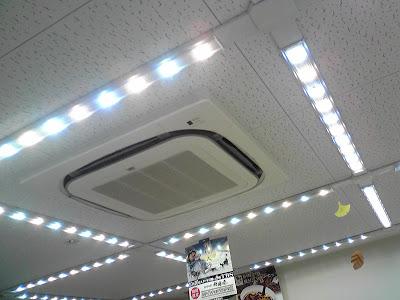 コンビニのLED照明02
