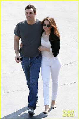 Emilia Clarke y Seth MacFarlane en actitud cariñosa 2 - Juego de tronos en los siete reinos