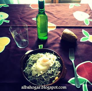 Cazuela de Gulas y Patatas. Alba Hogar