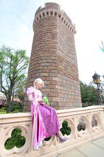 Koyuki cosplay as Disney Rapunzel 2