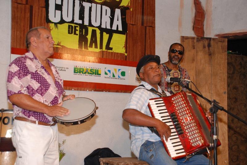 Adão Curió da Viola acompanhado por José Lopes e PC de SI